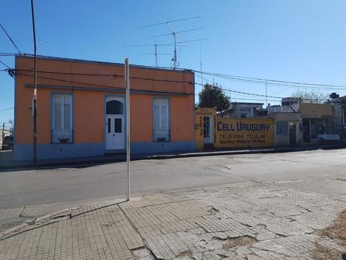 Casa Centrica, Esquinera, En Zona Comercial.