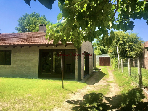 Casa En Venta, Altos Del Pinar, 4 Dormitorios- Ref: 19299