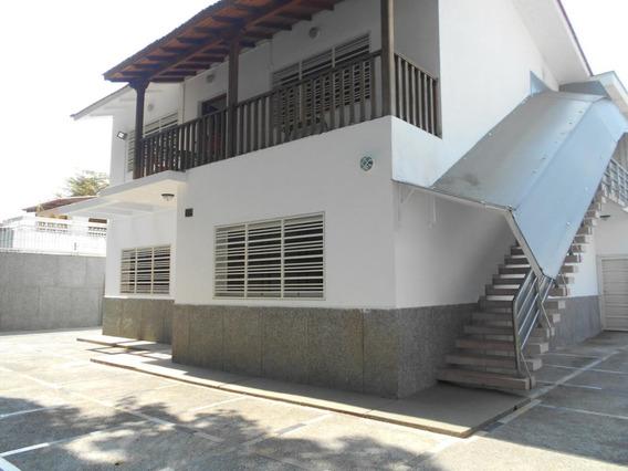 Casa. En Alquiler #20-15511 Urb. La Floresta