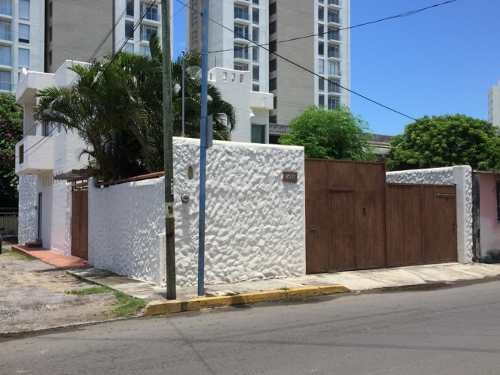 Venta De Casa En Boca Del Río, Veracruz Con Jardín
