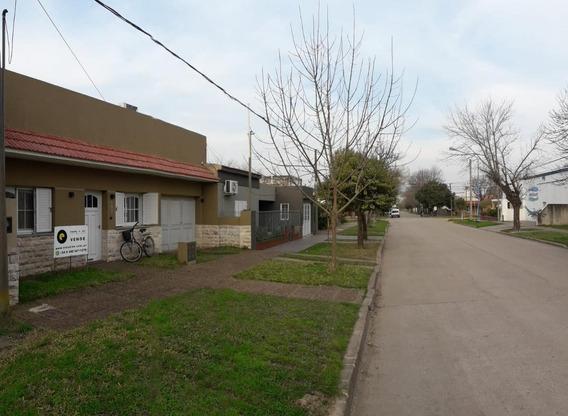 Vivienda Con Gran Patio, Cochera, Buena Ubicación, A Pasos De La Calle De Acceso (desde Rn19) Eduardo Teisaire