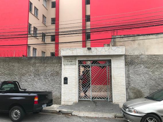 Apartamento Com 4 Cômodos, Wc, Lav, Salão De Festa.