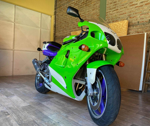 Kawasaki Zx7r (no Cbr, R1, R6, Zx10)