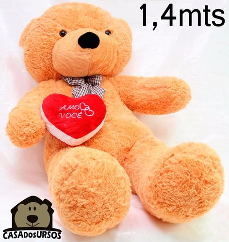 Imagem 1 de 9 de Urso Caramelo Bege Pelúcia Gigante 140 Cm 1,40 Mts + Coração