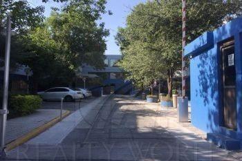 Muy Centrica En La Zona De Alta Proyeccion Comercial Del Canal De Santa Lucia. Excelente Edificio De 2 Pisos.