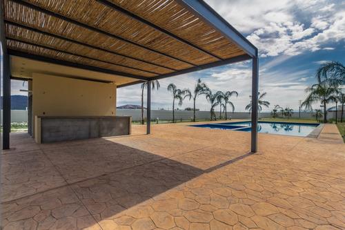 Imagen 1 de 14 de Venta De Casa Con Roof Garden  Y  Vista A La Alberca