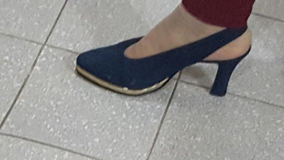 Zapatos Gamuza Azul Detalle Dorado