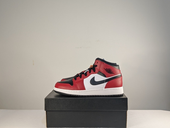 Air Jordan 1 Mid Black Toe 35