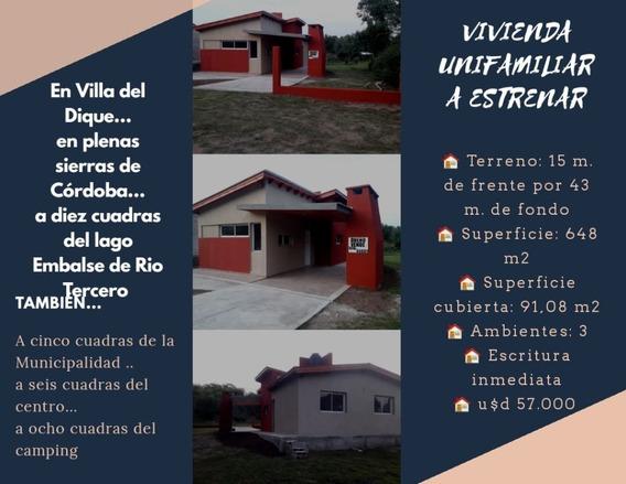 Casa A3 Ambientes Y 1 Baño, Cochera, Parrilla, Amplio Jardin