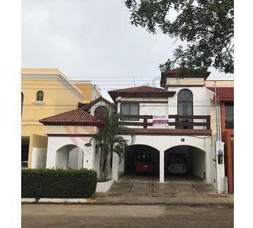 Casa Sobre Avenida Muy Amplia