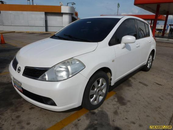 Nissan Tiida .