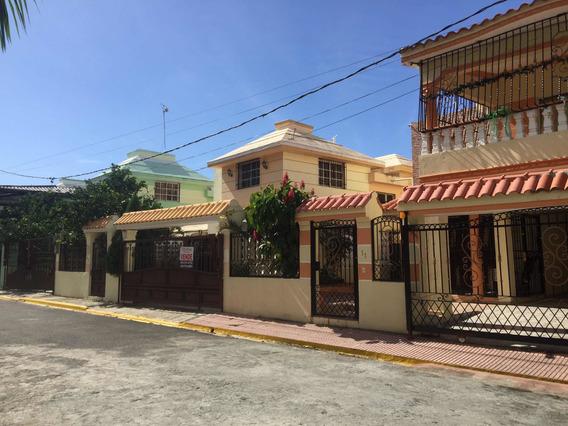 Casa En Venta De 2 Niveles En La Autopista De San Isidro Ama
