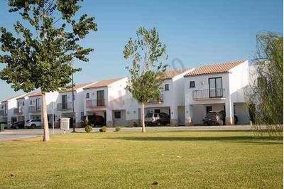 Casa Con Casa Club, Los Viñedos, Torreón, Coah.