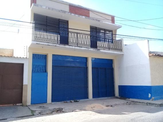 Local En Venta En La Candelaria, Con Casa Y Apartamento