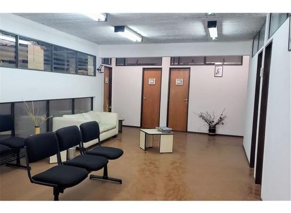 Edificio Con Deposito Y Cochera. Se Acepta Permuta