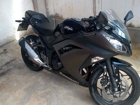 Kawasaki Ninja 300 Preta 2015