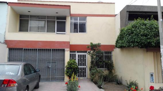 Casa De 3 Pisos 3 Cuartos 1 Estudio + Tienda