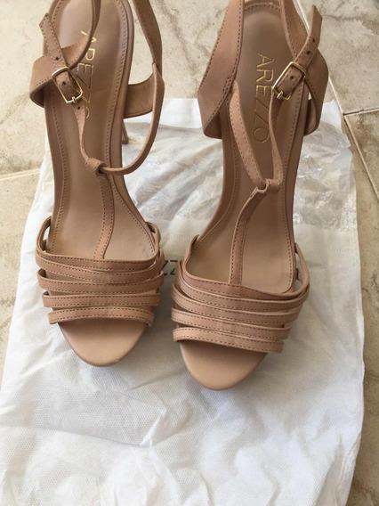 Sandálias Rosa Arezzo Usado Uma Vez