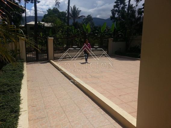Coalición Inmobiliaria Vende Casa En Jarabacoa 900 Mts2-