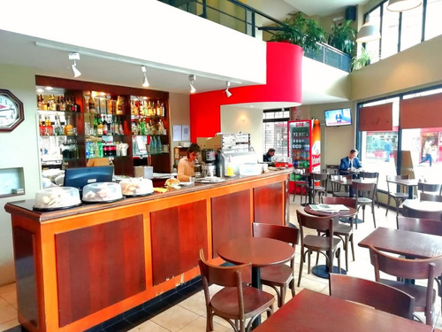 Imagen 1 de 3 de Bar Cafe Restaurante En Esquina
