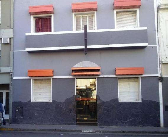 Hotel En El Centro De La Ciudad / 11 Habitaciones Con Baño Privado