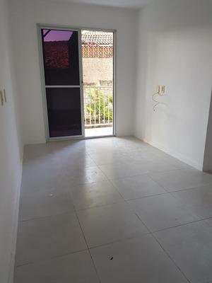 Apartamento Condomínio Taquara - 2 Qtos, Sala, Coz, Banheiro