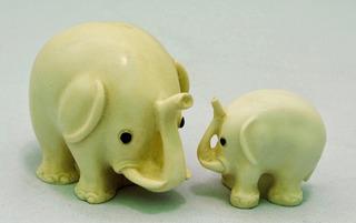 1710-02-90-01- Elefantes Madre E Hijo Mini Fig. Resina