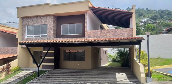 Town House En Urb. Villas Los Pinos, Los Proceres