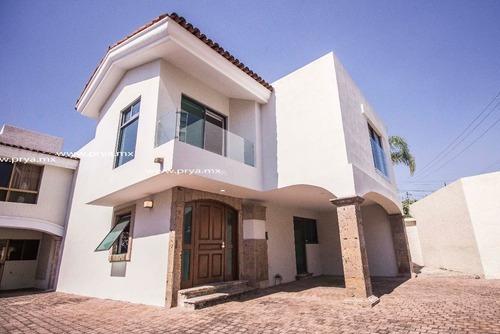 Casa En Renta En Lomas Altas. Zapopan Jal.