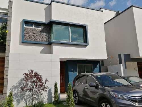 Casa Remodelada Con Roof Garden En Renta, Fracc. Nva Galicia
