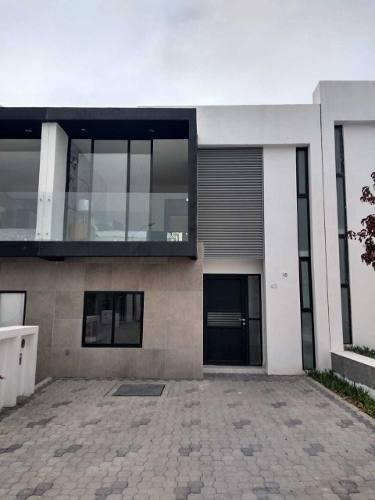 Se Vende Casa Dentro De Un Condominio Con Seguridad Las 24 Horas En El Refugio, Querétaro
