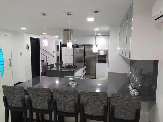 Townhouse En Venta En Maracay 04243368365