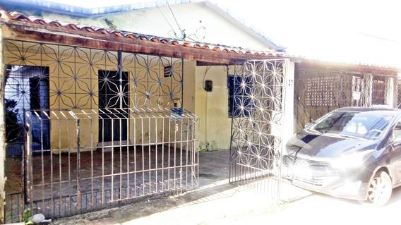 Casa Com 3 Quartos No Montese - Garagem, Quintal, Dce