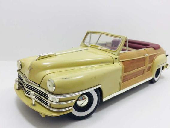 Miniatura Chrysler Town Country 1948 Motorcity Classics 1/18