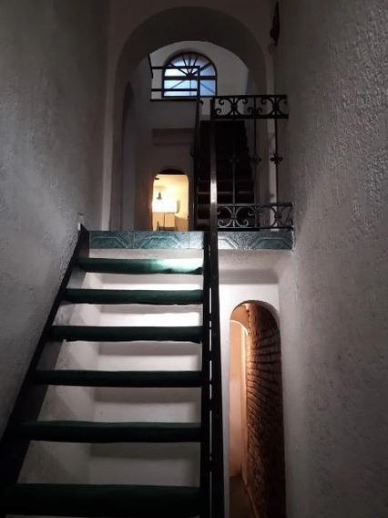 Alquiler Casa En Tres Cruces. 2 Dormitorios. Parrillero.