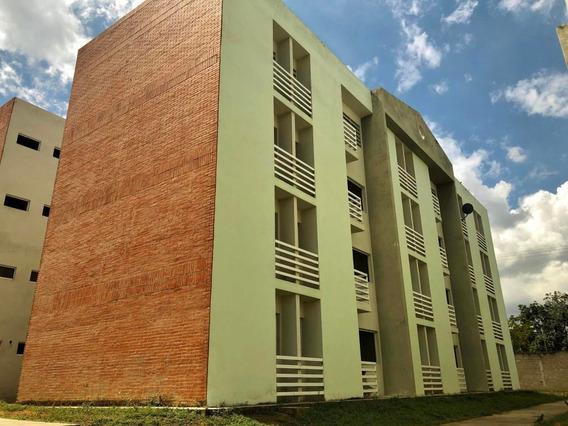 Apartamento En Venta En Centro, Acarigua Ve Rah: 20-5995