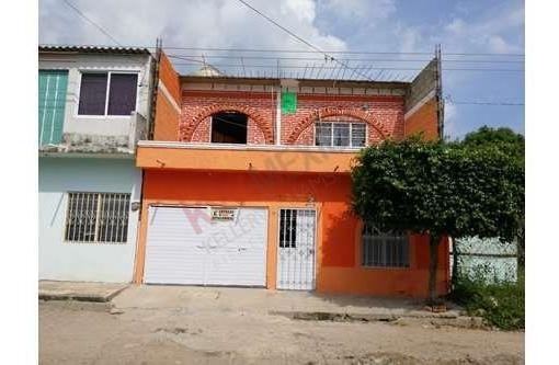 Casa En Venta Ubicado En La Col. Patria Nueva Con Dos Departamento En Renta.