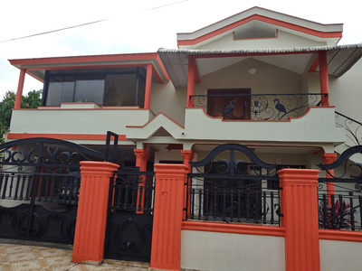 Excelente Dos Casas , Primera Y Segunda Planta