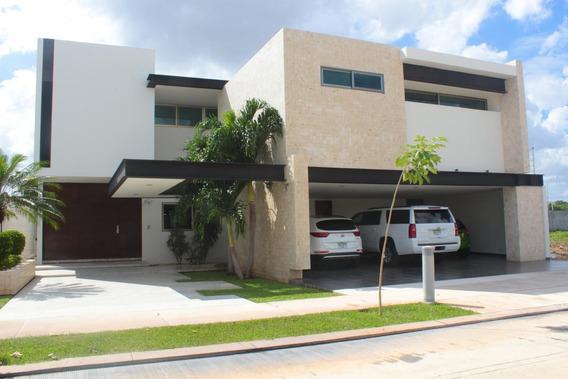 Residencia Premium En Venta En La Ciudad De Mérida, En Exclusiva Privada.