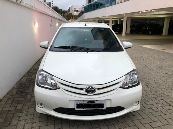 Toyota Etios 2014 Branco, 30.000 Km