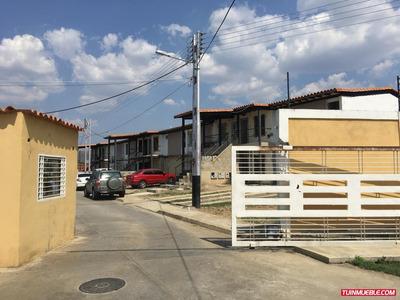 Townhouses En Venta 04243718560