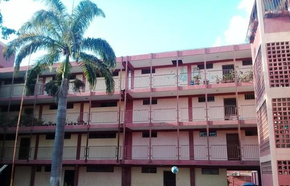 Apartamento En Venta En Los Crepusculos Rahco