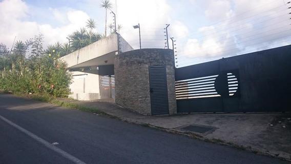 Casa En Venta,lagunita Country Club,caracas,mls #20-12058