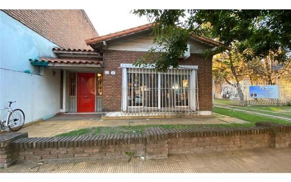 Casa Moreno Centro Sobre Gran Lote De 20x31!