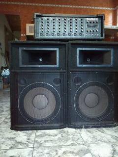 Consola Potenciada Soundtech 8 Canales Y Bafles 15 450