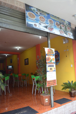 Restaurante De Comida Esmeraldeña Equipado Con Todo