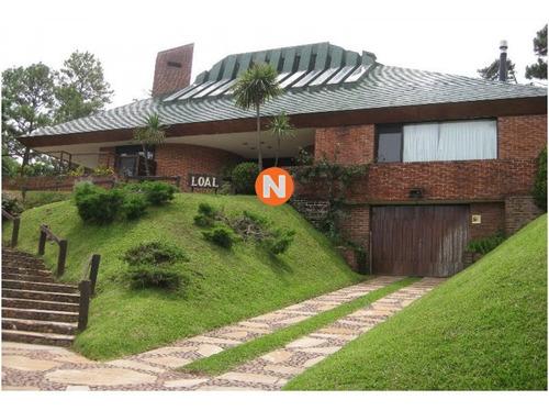 Casa En Venta, Cantegril, Punta Del Este, 5 Dormitorios.- Ref: 208995
