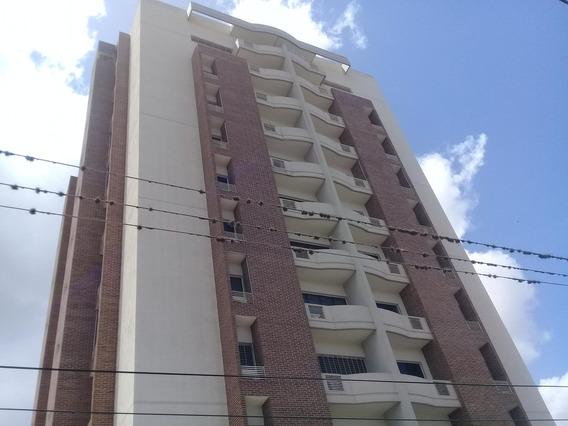 Ivan C Vende Apartamento En El Centro 19-9479