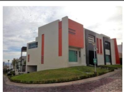 Casa En Venta En Virreyes Residencial En Zapopan
