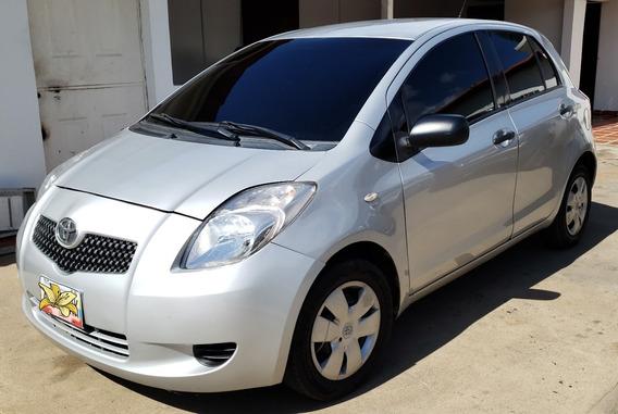 Toyota Yaris, Automatico, 2007, Plata, 4 Puertas, Con A/c